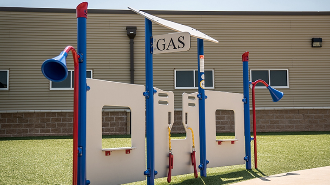 deluxe playground gas station