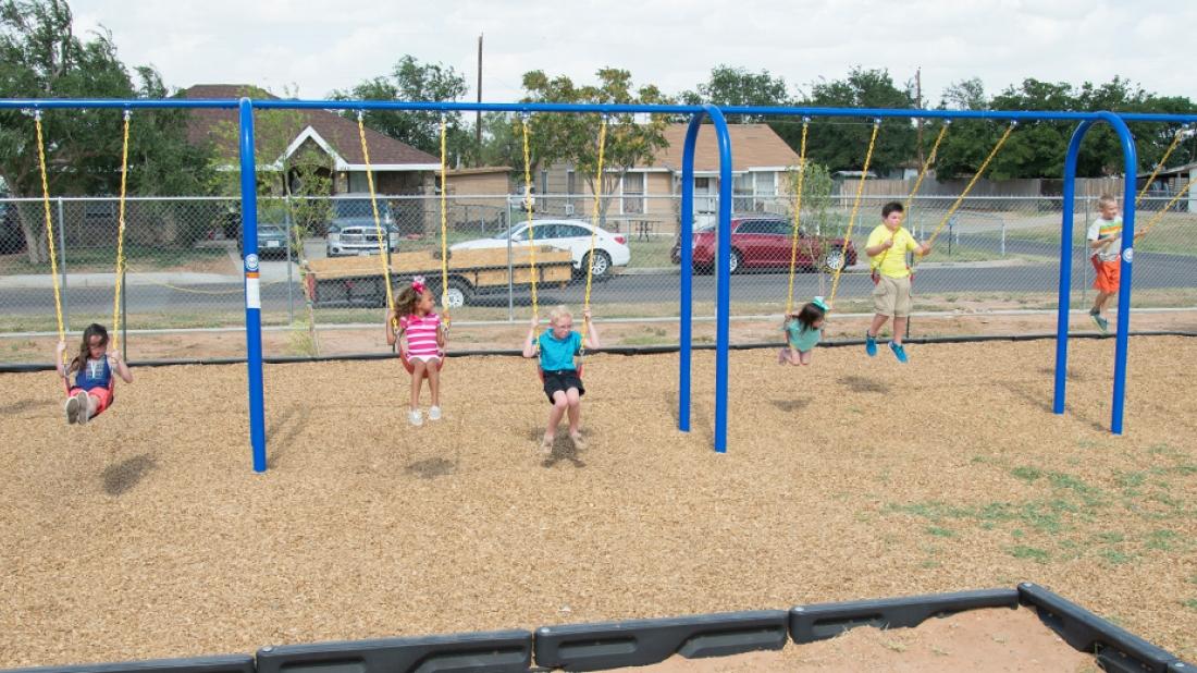 Kids-on-Swings-Texas