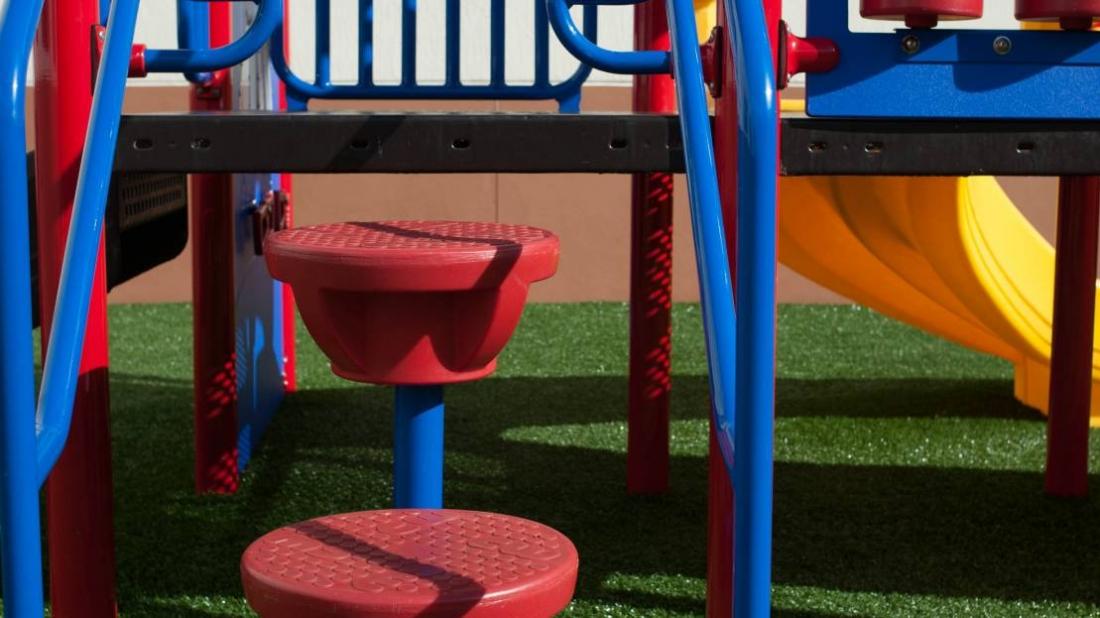 playground steps